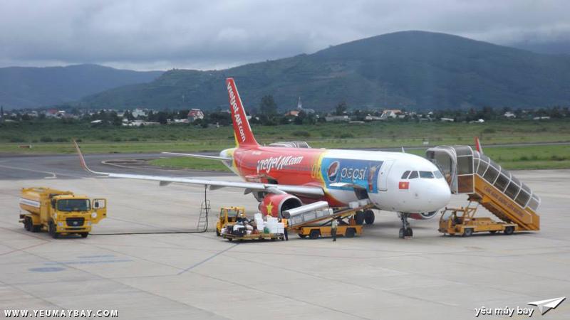 """Tàu bay """"Pepsi"""" livery của Vietjet Air tại bãi đỗ sân bay Liên Khương"""