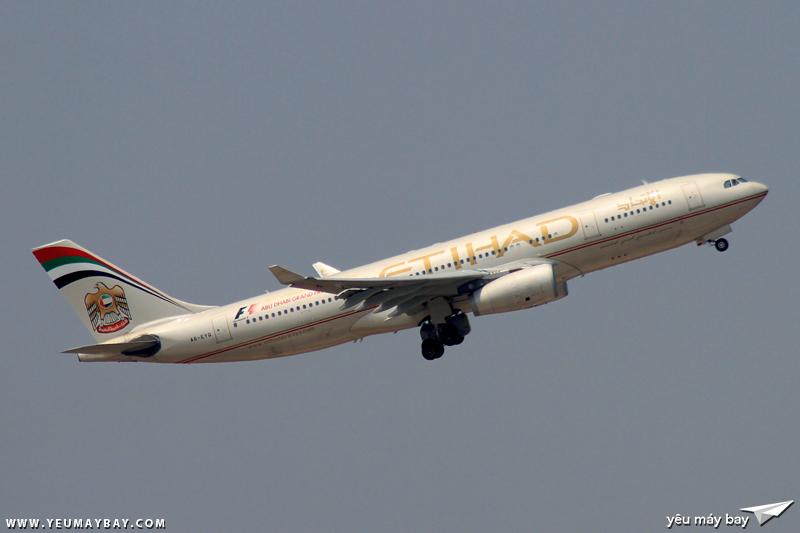 Máy bay Airbus A330-200 của Etihad cùng màu sơn cũ - Ảnh: Long Ethan.