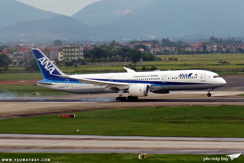 Một chiếc Boeing 787-9 Dreamliner của ANA hạ cánh đường băng 11R Nội Bài. Ảnh: Dũng Nguyễn