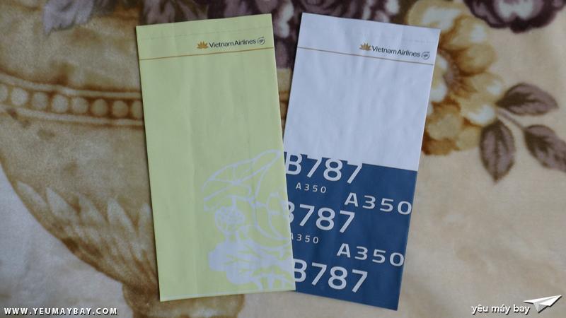 Túi nôn với thiết kế mới của Vietnam Airlines: Túi nôn màu vàng cho tất cả các chuyến bay, túi nôn phiên bản 350 787 dành riêng cho các chuyến bay khai thác bằng máy bay A450/B787 của hãng - Ảnh: Tuấn Đỗ