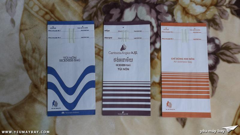 Túi nôn của Vietnam Airlines (hình ảnh cũ); Cambodia Angkor Air, Jetstar Pacific Airlines đều do công ty In hàng không cung cấp - Ảnh: Tuấn Đỗ