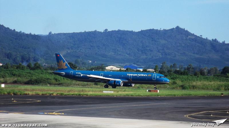 Một chiếc Vietnam Airlines vừa hạ cánh từ tp.HCM - Ảnh: Tuấn Đỗ