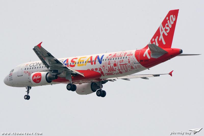 """Màu sơn """"Connecting ASEAN"""" của AirAsia. Một màu sơn rất đẹp nhưng rất ít ghé lại SGN - Ảnh: Long Ethan."""