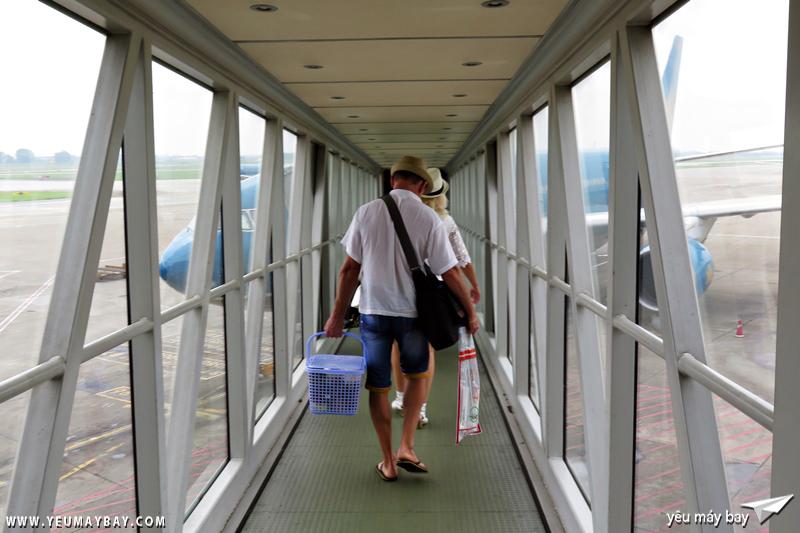 Boarding tại cửa số 6. Ảnh: Dũng Nguyễn