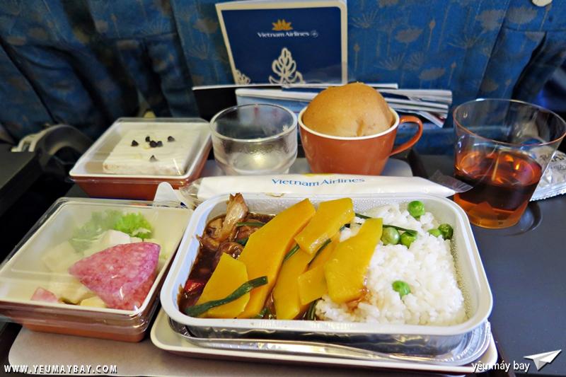 Bữa ăn trưa theo kiểu Việt Nam.