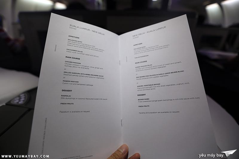 Thực đơn bữa ăn hạng thương gia của Malaysia Airlines. Ảnh: TRAVIP