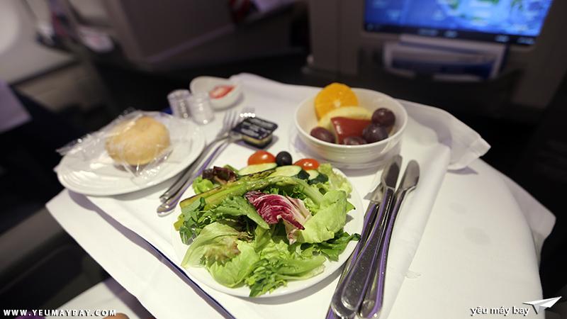 Suất ăn chay hạng thương gai của Malaysia Airlines. Ảnh: TRAVIP