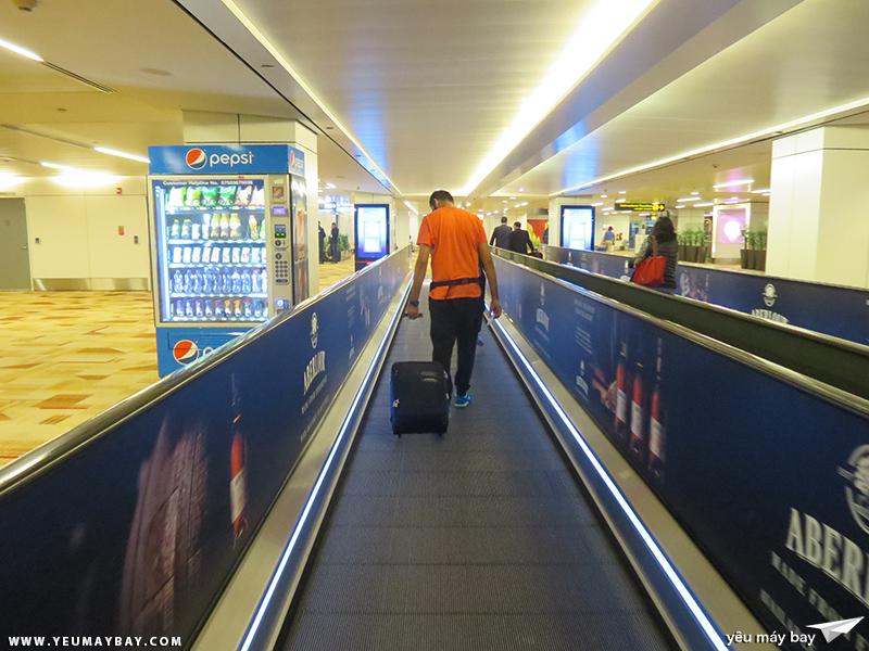 Sân bay New Delhi. Ảnh: TRAVIP