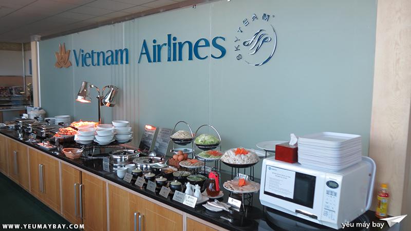 Phòng chờ Lotus của Vietnam Airlines ở ga quốc tế, sân bay Tân Sơn Nhất. Ảnh: TRAVIP
