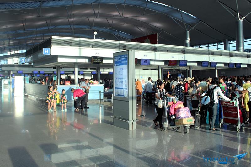 Quầy làm thủ tục sân bay Tân Sơn Nhất-Ảnh: Đậu Tiến Đạt