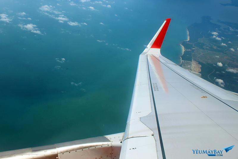 Bay được hơn một giờ, thì máy bay đã tới vùng trời của Malaysia. Ảnh: Đậu Tiến Đạt.