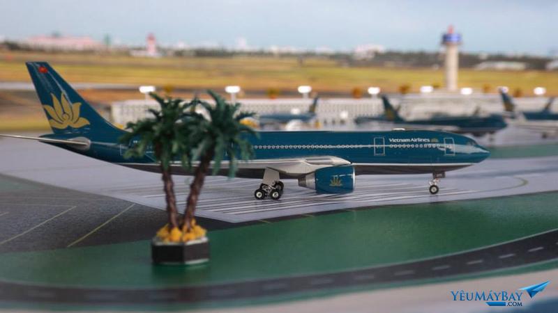 Mô hình Airbus A330-200 Vietnam Airlines tại sa bàn bằng Pipi cán màng - Ảnh: Tuấn Đỗ