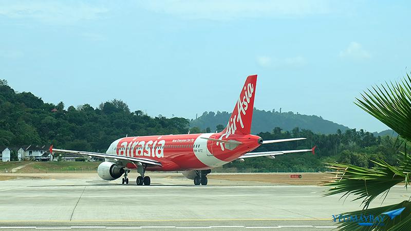 Máy bay của AirAsia chuẩn bị cất cánh. Ảnh: Travip
