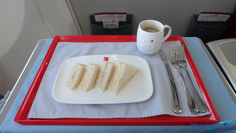 Bữa ăn hạng thương gia của Malindo Air. Ảnh: Travip