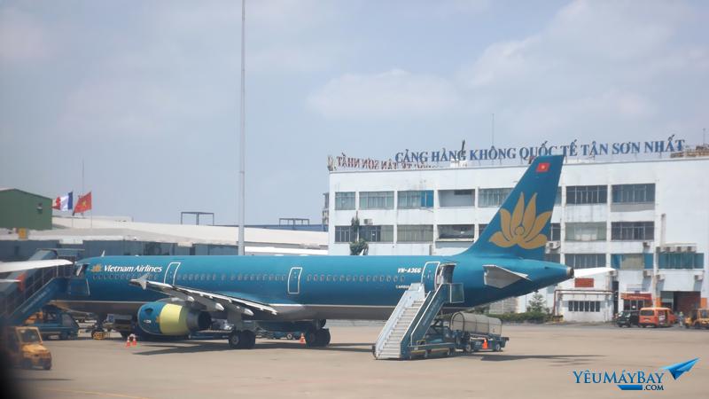 Tàu bay 366 được thay nắp động cơ mới - Ảnh: Tuấn Đỗ