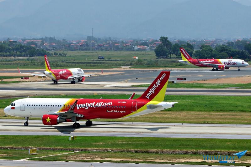 Các máy bay của Vietjet Air xếp hàng cất cánh tại sân bay Nội Bài. Ảnh: Dũng Nguyễn