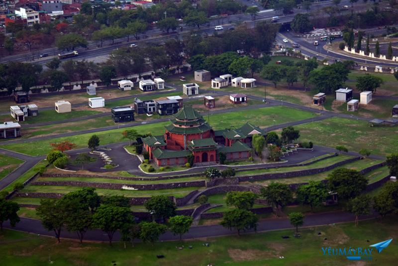 Công viên nghĩa trang Heritage Memorial Park nằm cách đường băng 24 không xa. Ảnh: Dũng Nguyễn