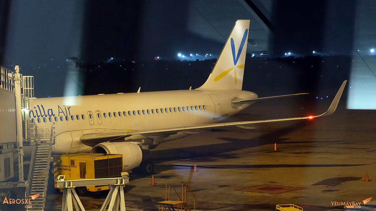 Tàu bay Airbus A320 Sharklet của Vanilla Air đã cập ống. Ảnh: Travip