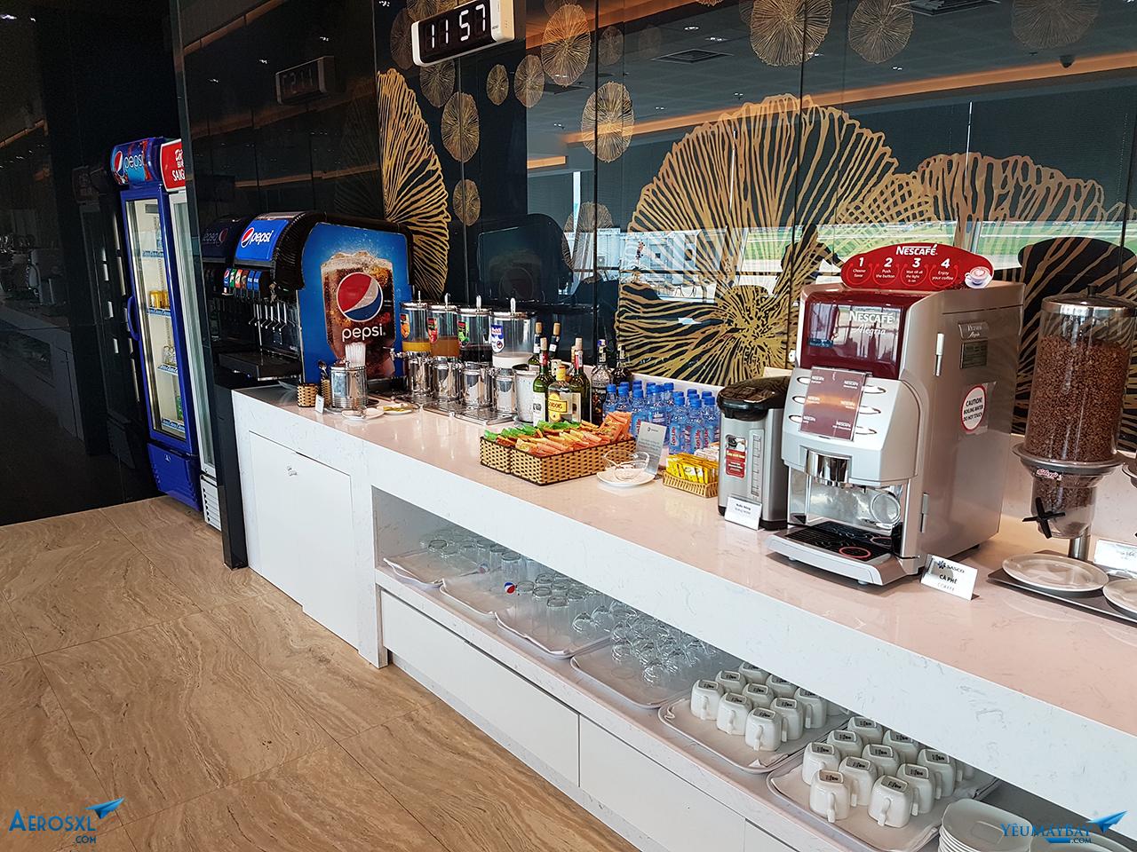Khu vực nước uống bao gốm có trà, cà phê, nước ngọt, thức uống có cồn và không cồn.