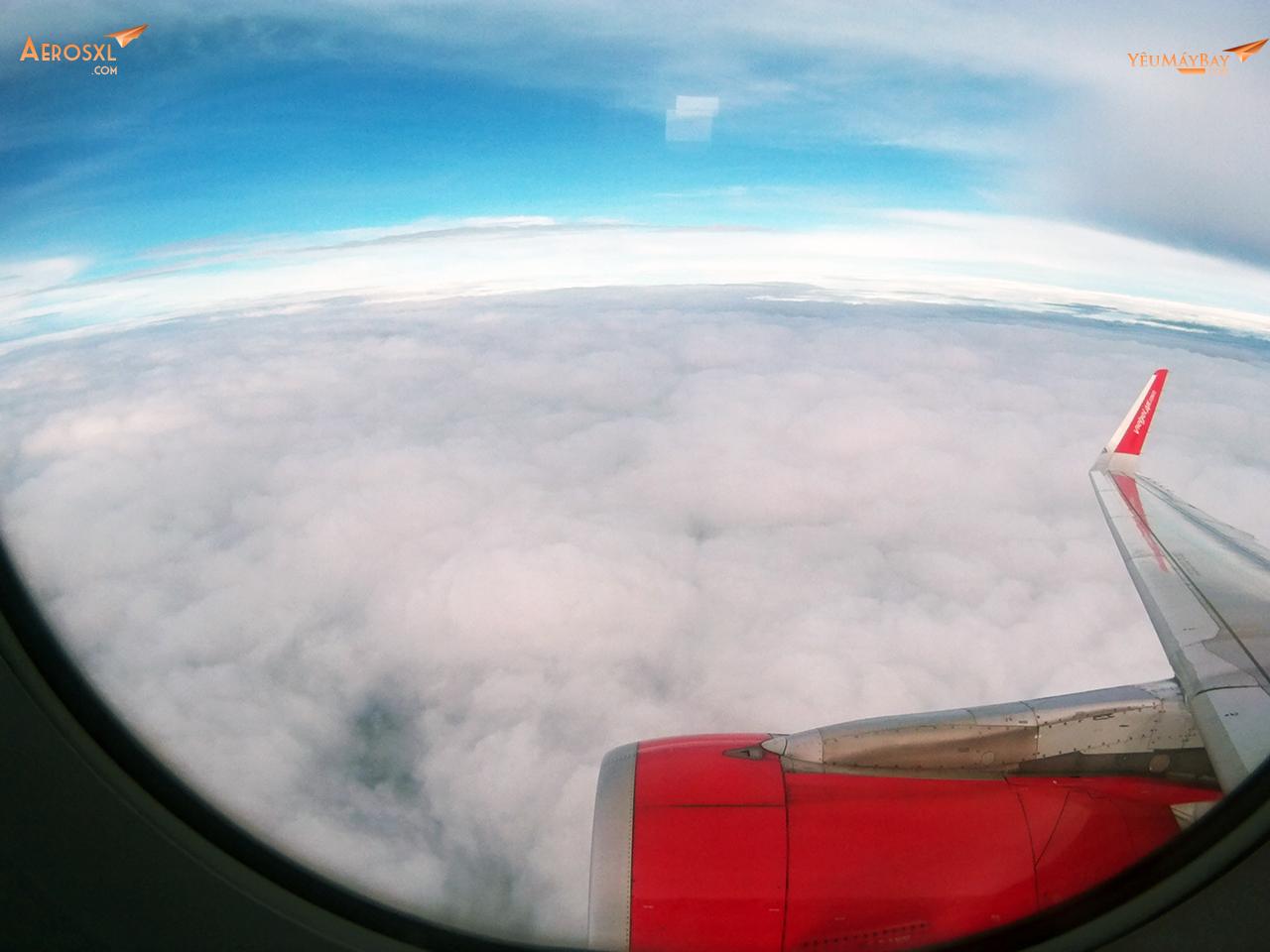 Khung cảnh tuyệt vời nhìn từ cửa sổ máy bay. Ảnh: Phạm Bảo Anh