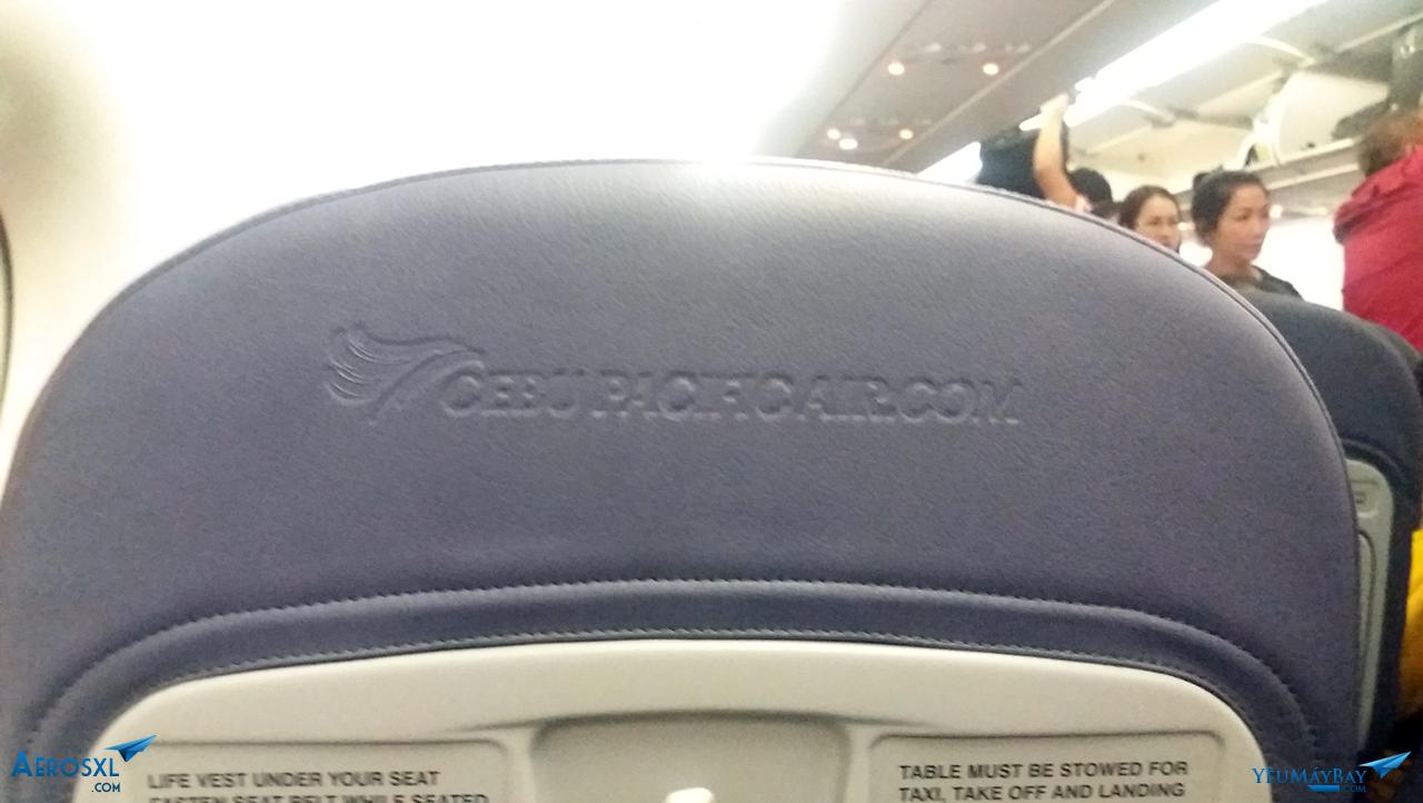 Ghế ngồi với logo - Ảnh: Tuấn Đỗ