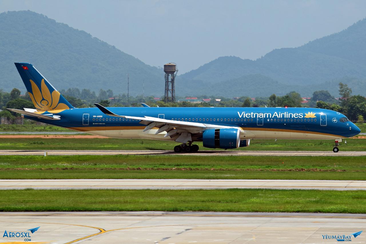 Tàu bay A350 số đăng bạ VN-A889 hạ cánh từ SGN. Ảnh: Dũng Nguyễn