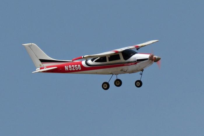 Cessna 172 chiếc máy bay nhỏ nhất trong đội bay ngày hôm ấy. Đây cũng là loại máy bay mà các bạn mới tập chơi nên mua để bay vì giá thành tương đối rẻ, dễ điều khiển và độ bền cao.