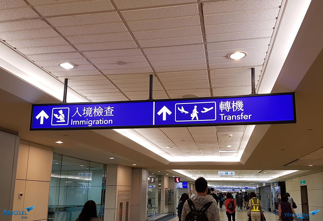 Rời khỏi máy bay, mình chạy như chong chóng đến quầy chuyển tiếp để kiểm tra an ninh, tiếp tục hành trình về Sài Gòn với BR395. Ảnh: Đỗ Gia Huy