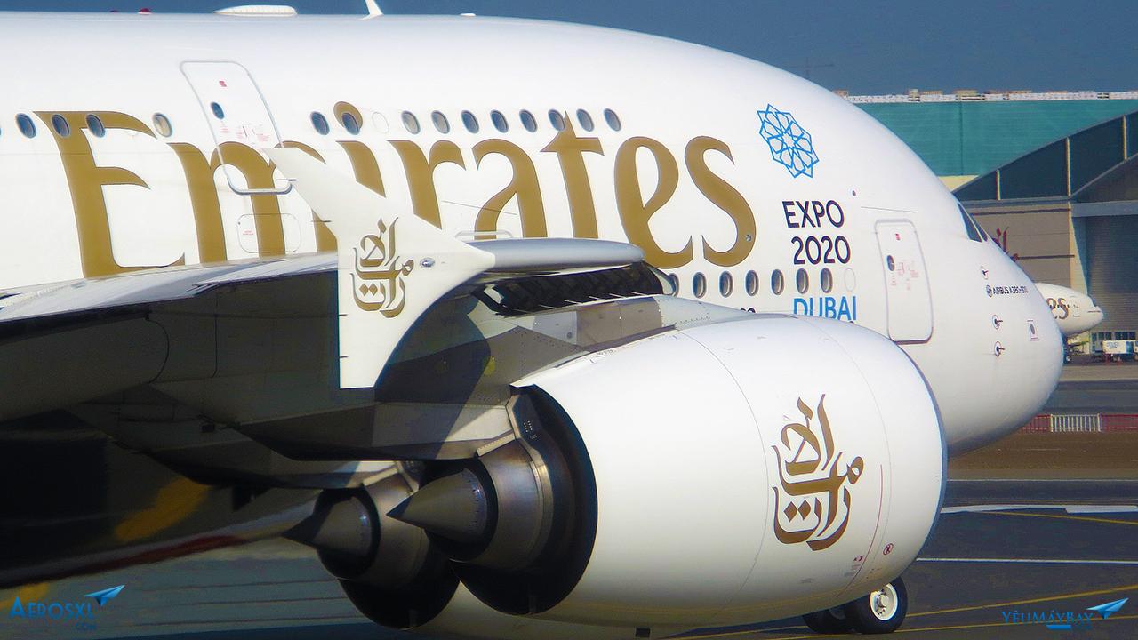 Logo theo phong cách 'Ả Rập' của Emirates trên động cơ - Ảnh: Travip