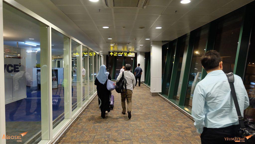 Sân bay BWN lúc nửa đêm. Ảnh: Travip