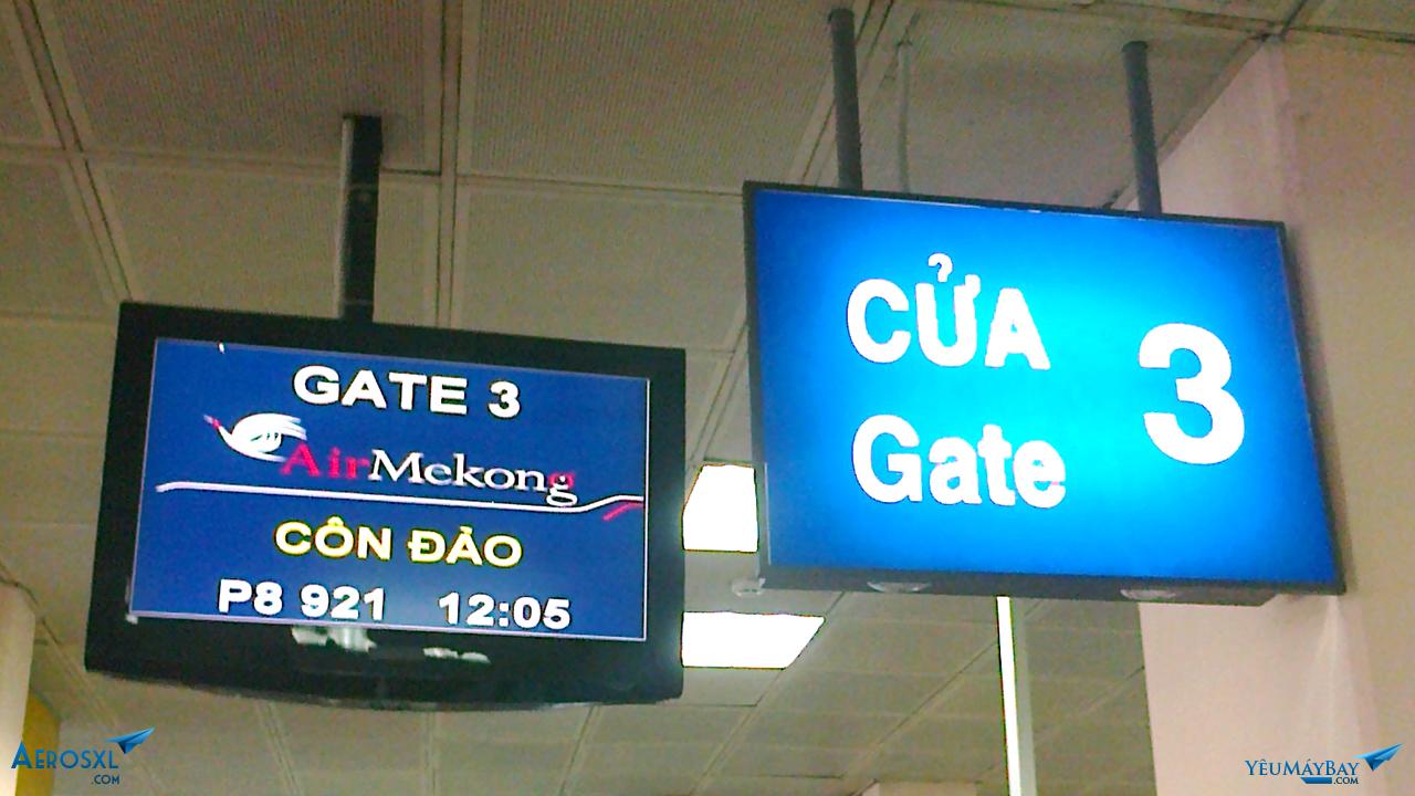 Màn hình thông báo chuyến bay tại cửa khởi hành. Ảnh: Travip