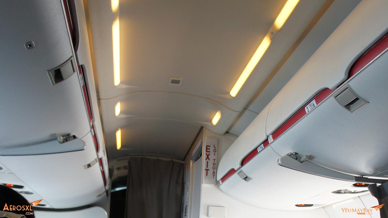Bên trong khoang máy bay Bombardier CRJ900 của Ar Mekong. Ảnh: Travip