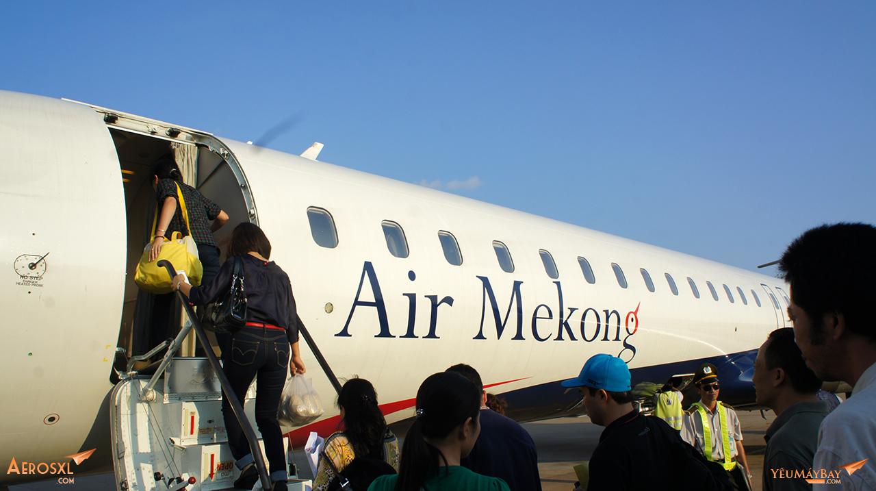 Máy bay Bombardier CRJ900 của Air Mekong tại sân bay Tân Sơn Nhất. Ảnh: Travip