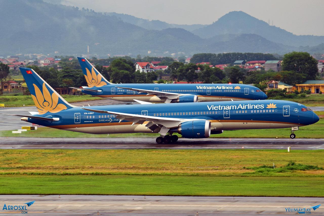 """Cặp đôi """"Dreamliner"""" của Vietnam Airlines tại Nội Bài - Ảnh: Việt Dũng"""